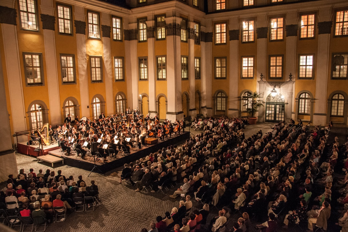 traditionelle-schlosshofserenade-romantische-opern-nacht